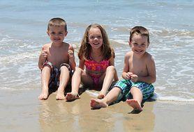 Wakacje z dziećmi nad morzem czy w górach? Sprawdź, gdzie warto wyjechać