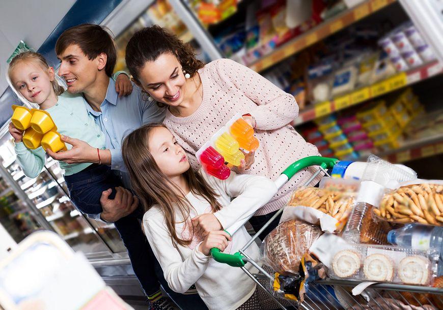 Gotowe jogurty i deserki są często kupowane przez rodziców