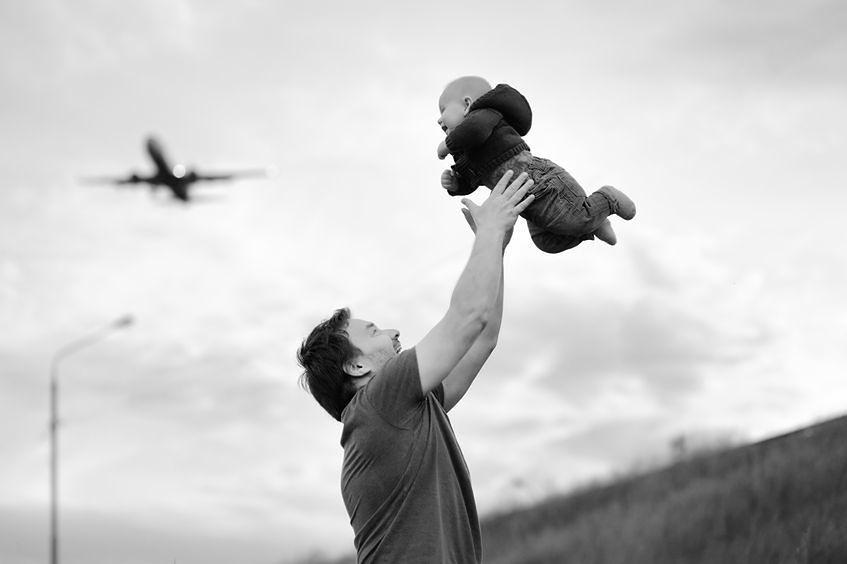 Podrzucanie dziecka może powodować urazy w okolicy klatki piersiowej