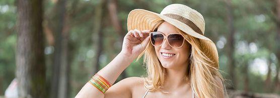 Oto 5 okazji, na które możesz założyć kapelusz. Jak go nosić, żeby dobrze wyglądać zarówno latem, jak i jesienią?