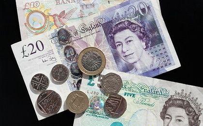 """Gwałtowne wahania brytyjskiej waluty. Funt """"zakładnikiem negocjacji w sprawie Brexitu"""""""