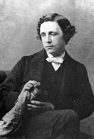 Lewis Carroll był matematykiem, fotografem i pisarzem