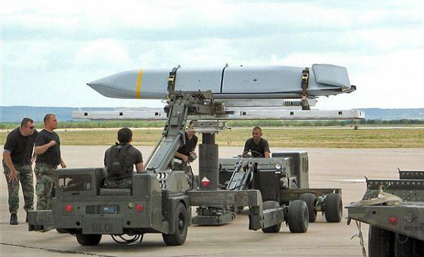 Tomasz Siemoniak liczy na umowę w sprawie rakiet do F-16 w październiku-listopadzie