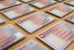 Dowody osobiste w Polsce: od papierowych kartoników po plastikowe karty