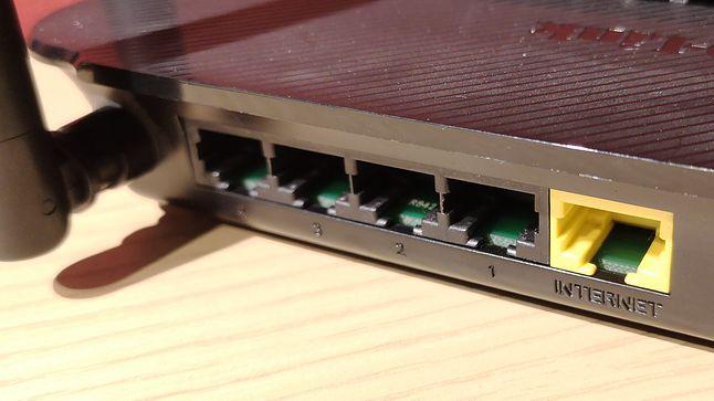 Gniazda Ethernet w typowym domowym routerze