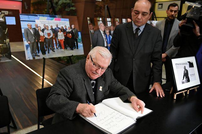 Lech Wałęsa wpisał się do księgi kondolencyjnej