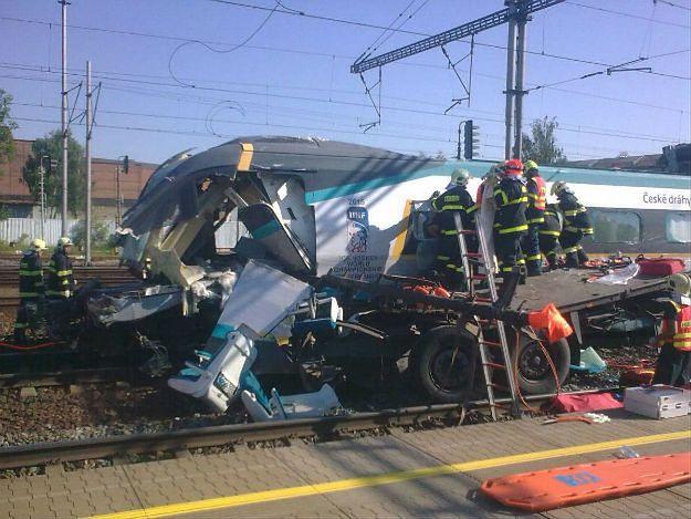 Polska ciężarówka zderzyła się z Pendolino w Czechach. Dwie osoby nie żyją