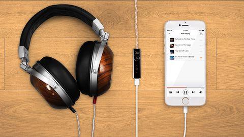 Twoje słuchawki mogą więcej. Creative Super X-Fi dodaje przestrzeń do stereo