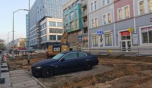 Szczecin. Zaparkowany samochód blokuje remont przy Posejdonie