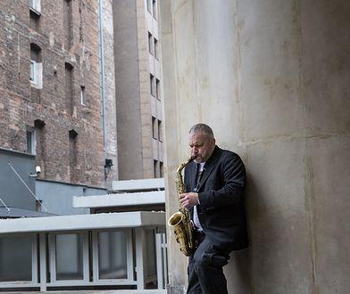 Mariusz Czubaj jest nie tylko uzdolnionym pisarzem, ale również muzykiem.