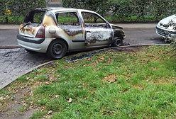 Warszawa. Spłonął samochód. Dla właściciela miał wartość sentymentalną
