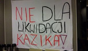 """Protest społeczny w obronie liceum na Mokotowie. """"Nie dla likwidacji Kazika!"""""""