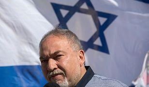Izrael: Minister obrony narodowej podał się do dymisji. Koalicja rządowa osłabiona