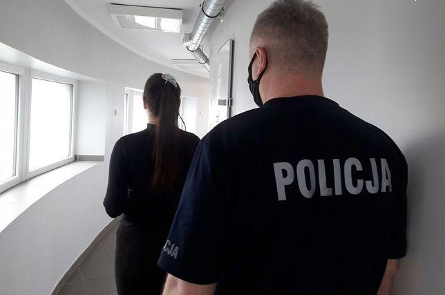 Śląskie. 26-letnia kobieta i jej 13-letnia towarzyszka z Gliwic okradły sklepy w galerii handlowej w centrum Rybnika.