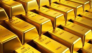 Złoto wróciło do cen sprzed miesiąca. Wszystko przez umocnienie dolara