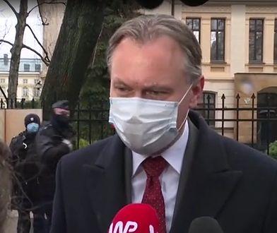 Krzyki, gwizdy i petarda. Gorzkie powitanie posłów PiS po wyroku TK ws. RPO