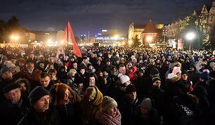 Gdańsk wspomina Pawła Adamowicza. Odsłonięcie pamiątkowej tablicy
