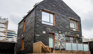 Dom ze śmieci: czy to przyszłość współczesnej architektury?