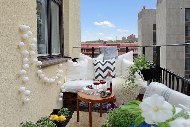 Wiosenna aranżacja balkonu. Inspiracje
