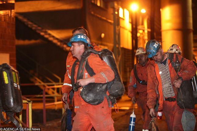 Ewakuowani górnicy po wybuchu metanu w kopalni CSM Stonawa w czeskiej Karwinie