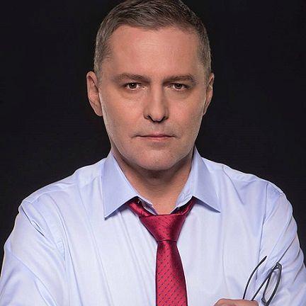 Cezary Gmyz jest polskim dziennikarzem i publicystą oraz korespondentem TVP w Berlinie