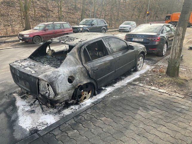 Berlin. Spalony pojazd Ambasady RP w stolicy Niemiec