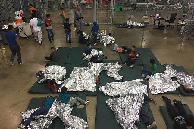 Obóz dla nielegalnych imigrantów w Teksasie