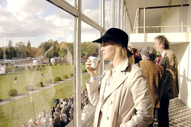 Znana blogerka na wyścigach konnych