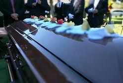 Śmierć stała się powodem konfliktu. Podzielili prochy i pochowali dziecko dwa razy