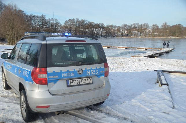 Pod wędkarzem załamał się lód / Policja pomorska