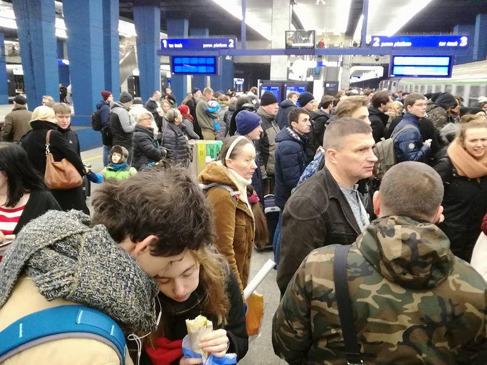 Ogromne opóźnienia pociągów. Powodem uszkodzona sieć trakcyjna i złe warunki pogodowe
