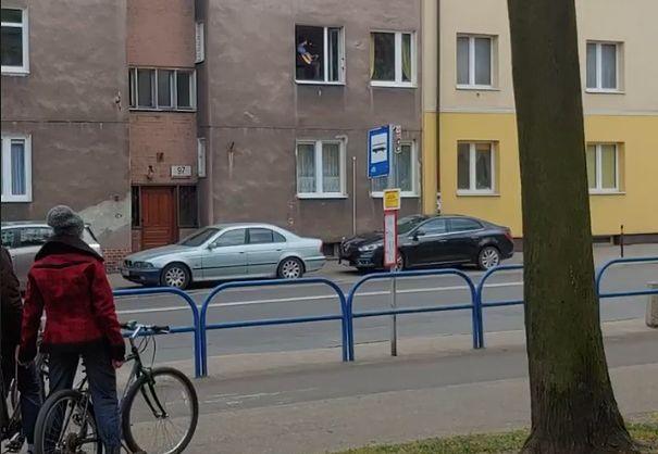 Gdańsk. Zagrał koncert w oknie, by umilić czas mieszkańcom