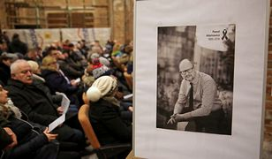 Mieszkańcy Gdańska szukają pomocy po tragicznej śmierci prezydenta Pawła Adamowicza.
