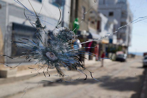 Ślady po strzelaninie w Tunezji, gdzie zamachowiec zaatakował ludzi na plaży i w hotelu