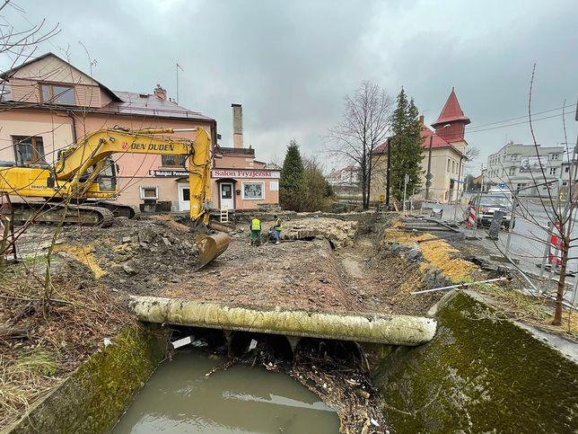 Bielsko-Biała. Budowa nowego przepustu drogowego w Lipniku.