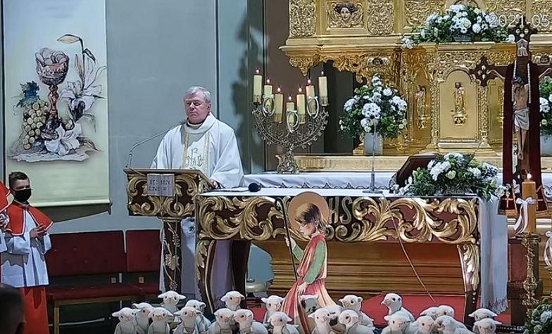 Bulwersujące słowa księdza podczas komunii na Śląsku. Kierował je do dzieci