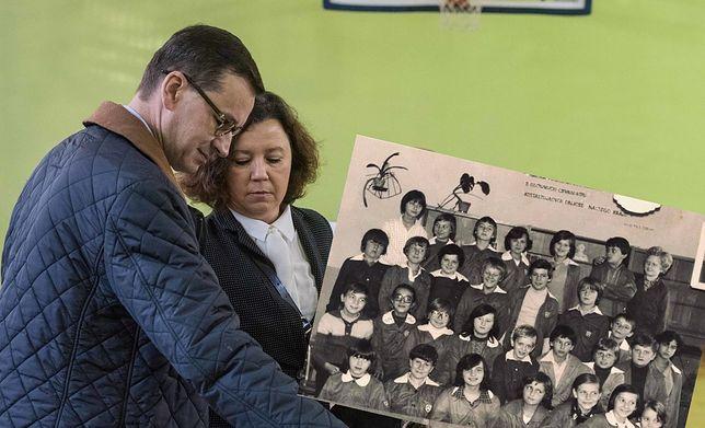 Mateusz Morawiecki pokazał zdjęcie z dzieciństwa. Jest na nim razem z żoną