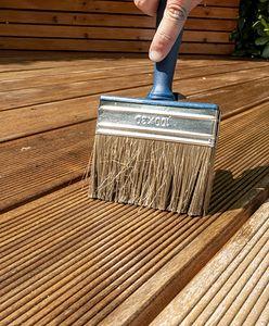 Zrób to sam. Olejowanie drewnianej deski tarasowej w prostych krokach