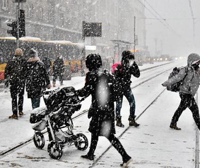 Zima uderza w Polskę. Ostrzeżenia dla 7 województw