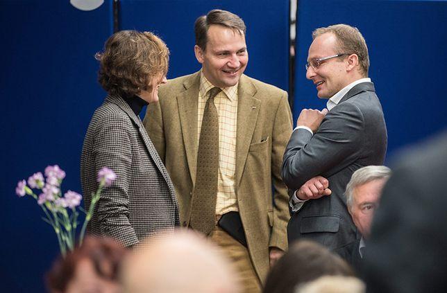 Anne Applebaum, Radosław Sikorski i Paweł Olszewski w bygoskiej siedzibie PO, 25 października 2015 r.