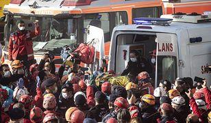 Turcja. 4-latka wyciągnięta spod gruzów po czterech dniach