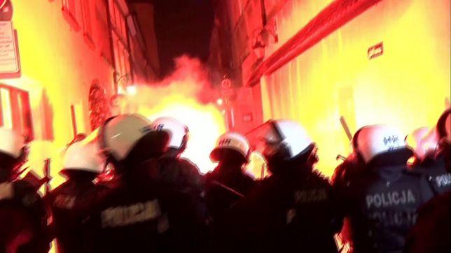 """Strajk Kobiet. Marsz """"Na Warszawę"""" przemaszerował przez stolicę. """"Zrobiłyśmy Jarosławowi lockdown""""."""