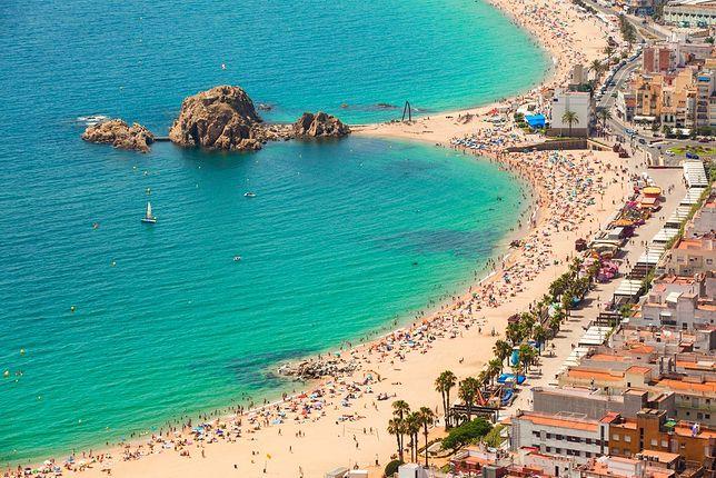 Nadmorskie plaże Królestwa Hiszpanii są w sezonie wakacyjnym naprawdę oblegane