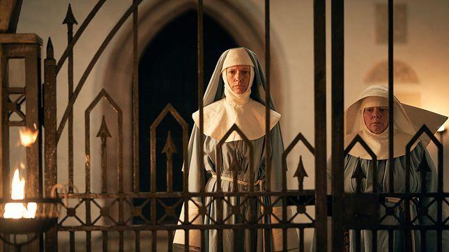 """Dolly Wells: Wkrótce zobaczymy ją w serialu """"Dracula"""". Dziewczyna miała życie jak z filmu"""