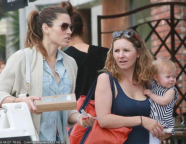 Jessica Biel i Beverly Mitchell utrzymują bardzo bliski kontakt