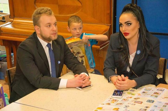 """Nowa działaczka Nowoczesnej? To """"polska Angelina Jolie"""", znana z nagiej sesji na trumnach"""