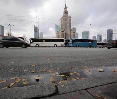 Protesty w Warszawie. Autokary spowalniały ruch w mieście