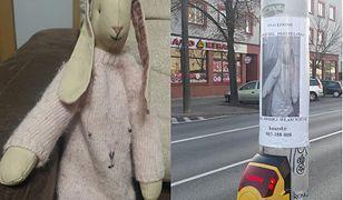 Warszawa. Mieszkaniec Bemowa szuka właścicielki maskotki. W całej dzielnicy pojawiły się wzruszające ogłoszenia