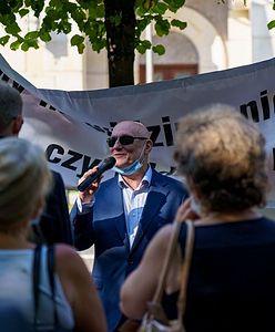 """Warszawa. """"Pomijani przez społeczeństwo"""". Manifestacja niewidomych i niedowidzących"""