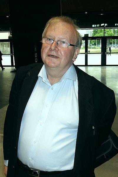 Aleksander Hall znany jest w Polsce głównie ze swojej opozycyjnej aktywności w okresie PRL-u.